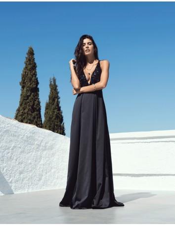 Vestido largo negro con escote de lentejuela y espalda cruzada en INVITADISIMA para invitadas.