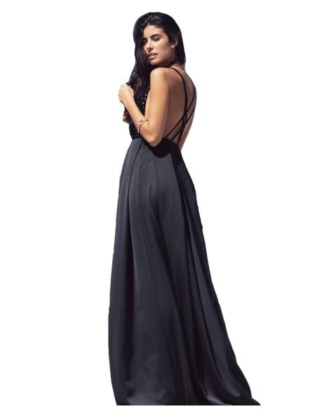 Vestido largo negro con escote de lentejuela y espalda cruzada de MAUI