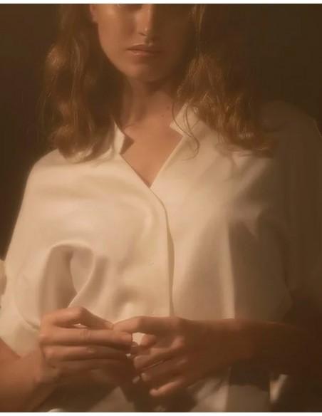 Blusa blanca con botones nacarados de corsicana