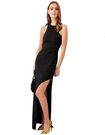 Vestido de fiesta largo negro con escote halter y abertura de Lauren Lynn London en exclusiva para INVITADISIMA.