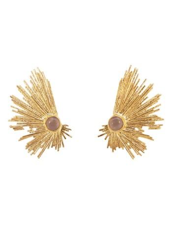 Pendientes de invitada dorados con piedra natural incrustada en lila de Acus en INVITADISIMA