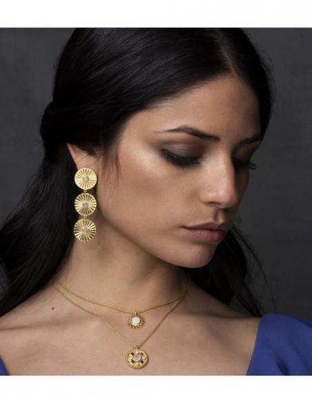 Pendientes largos dorados incrustación piedraluna fiesta lavani modelo