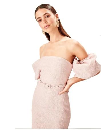 Vestido de cóctel con manga caída abullonada para invitada boda