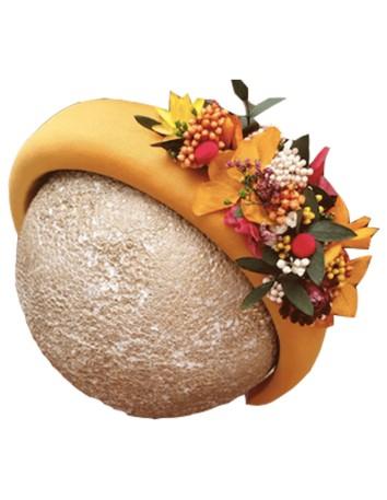 Diadema acolchada mostaza con flores preservadas - Amaya de Cala by Lilian