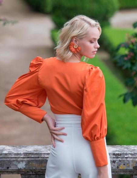 Blusa de fiesta blanca con lazo delantero naranja invitada perfecta
