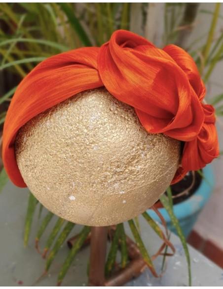 Wrinkled orange silk headband by Cala by Lilian at INVITADISIMA.
