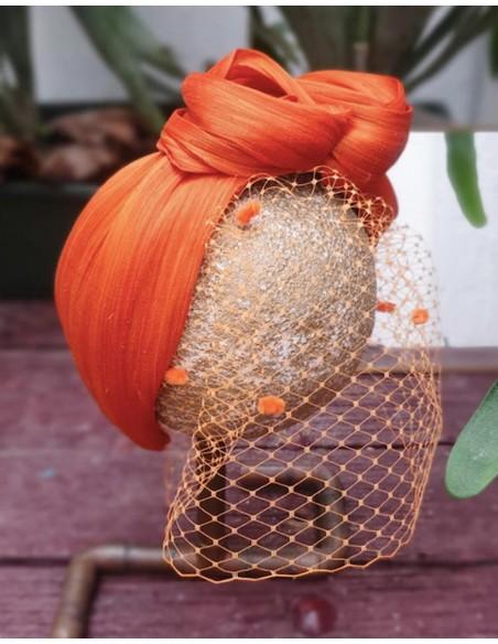Diadema arrugada de seda naranja con rejilla  para eventos