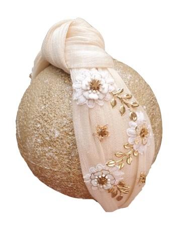 Diadema de seda cruda anudada con joyas doradas de Cala by Lilian