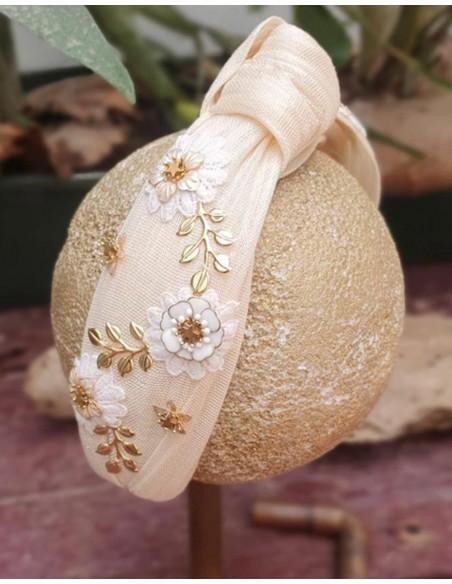Raw silk headband knotted with gold jewelry INVITADISIMA
