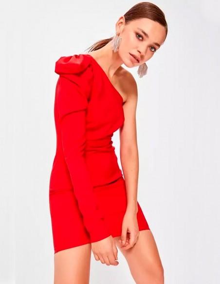 Vestido de fiesta corto con escote asimétrico una manga de Lauren Lynn London en exclusiva para INVITADISIMA.