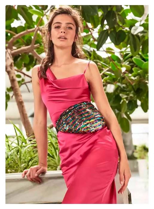 Vestido de fiesta largo de satén con tirantes rosa fucsia