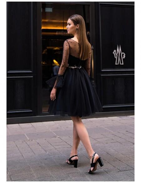 vestido coctel invitada corto negro tul escote corazon bordado flores espalda
