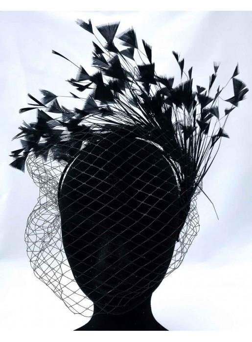 Diadema negra de satén con velo y plumas para fiesta