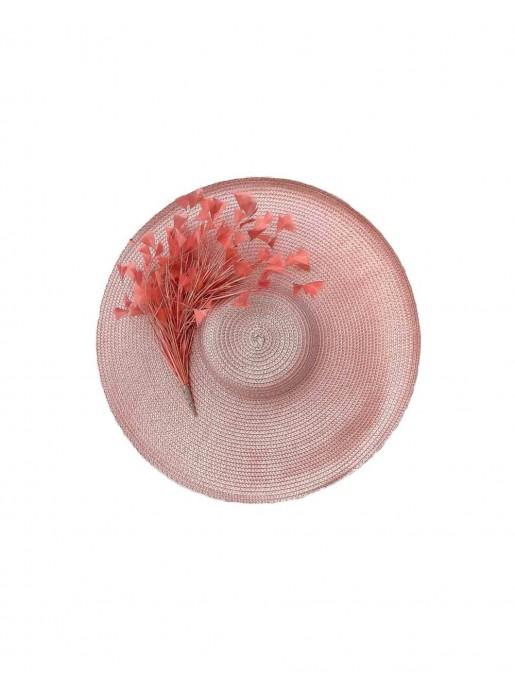 Pamela rosa con plumas de Belén Antelo