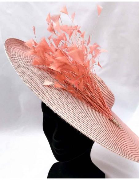 Pamela rosa con plumas para boda de día