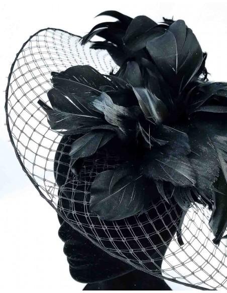 Base de velo con plumas naturales de oca en negro para invitada