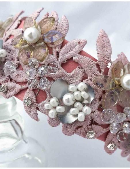 Diadema de satén con encaje y piedras naturales ideal para fiestas de día