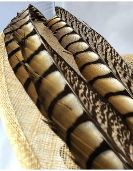 Pamela sinamay natural con plumas de faisán para bodas de dia