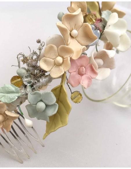 Semicorona flores de porcelana para bodas de día