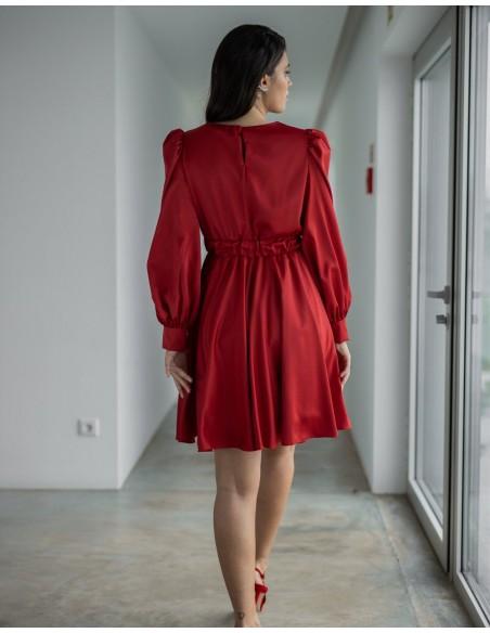 Vestido de fiesta rojo evasé con manga larga para invitadas
