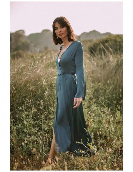 Crossed dress with flared sleeves at INVITADISIMA
