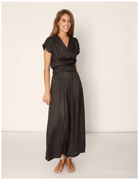 fluid wide black trousers high waist waist folds model