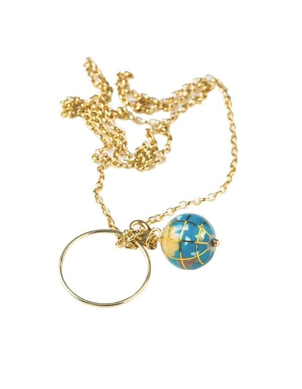 Collar de oro con bola del mundo de Eme Jewels para INVITADISIMA