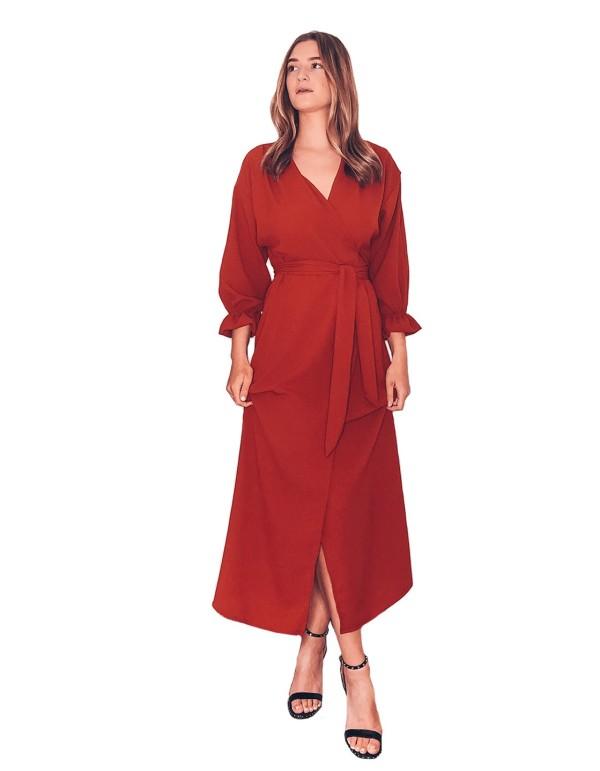 Vestido drapeado en crep rojo de CoCo VeVe para INVITADISIMA