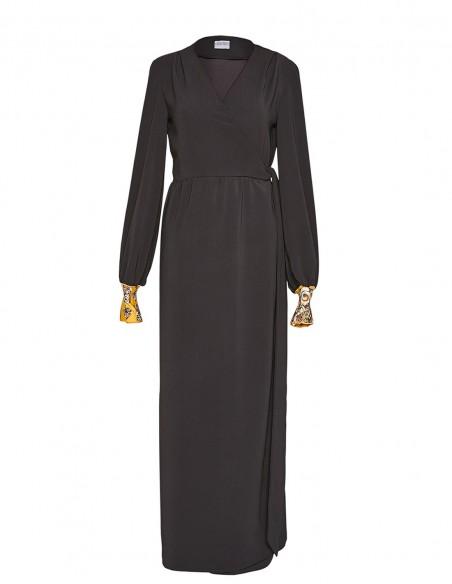 CoCo VeVe black dress at INVITADISIMA