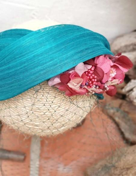 Diadema turquesa con flores preservadas para invitadas