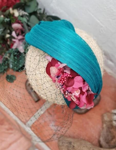 Diadema turquesa con flores preservadas para bodas