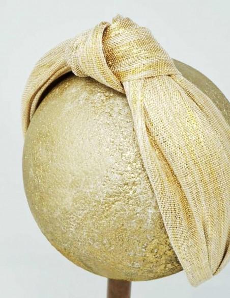 Diadema turbante en tonos dorados para bodas