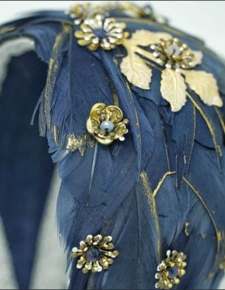 Diadema de plumas de oca con piedras semipreciosas para eventos especiales
