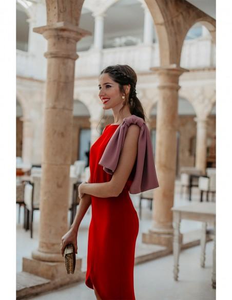 influencer vestido fiesta rojo rosa volante detalle evento detalle