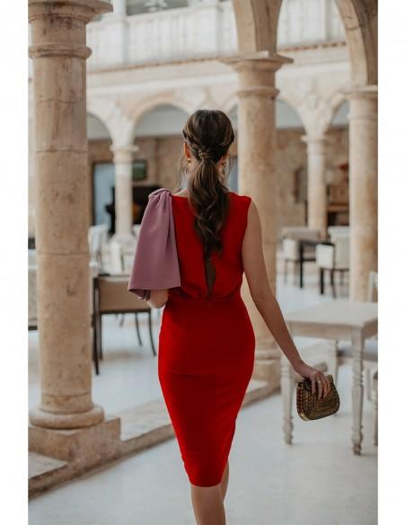 influencer vestido fiesta rojo rosa volante detalle evento look invitada