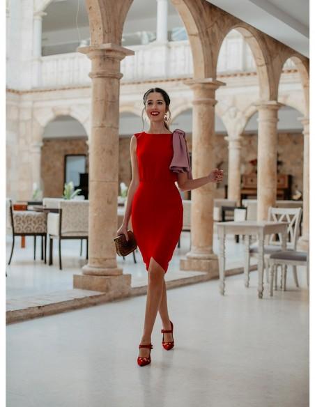 influencer vestido fiesta rojo rosa volante detalle evento bolso
