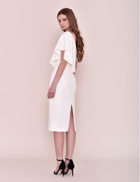 Vestido coctel con escote asimétrico para invitadas a boda