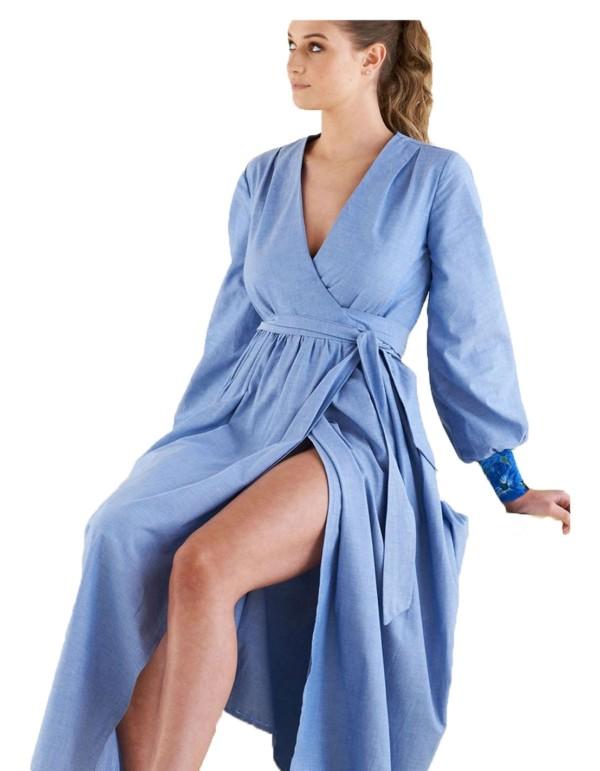 vestido azul largo con mangas largas y escote en V en INVITADISIMA