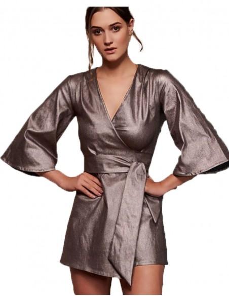 Kimono corto metalizado para invitadas perfectas en INVITADISIMA