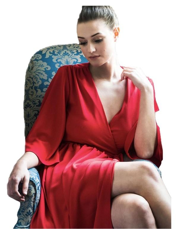 vestido largo rojo con corte en la falda para invitadas a bodas de mañana
