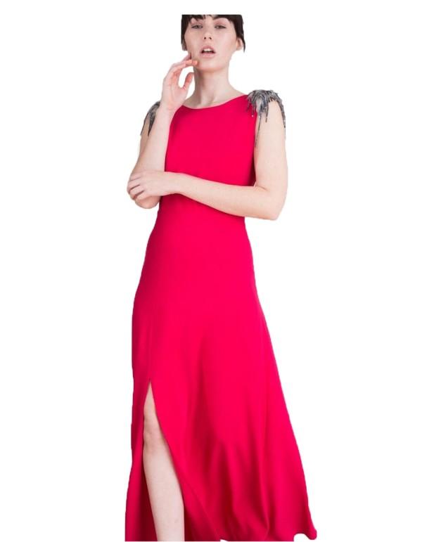 vestido de fiesta largo realizado en crepe con abertura lateral y hombreras de fantasía de Lauren Lynn London INVITADISIMA
