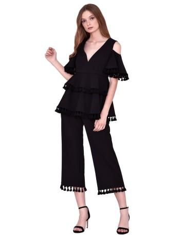 Conjunto top y pantalón negro con volantes y borlas de nuribel
