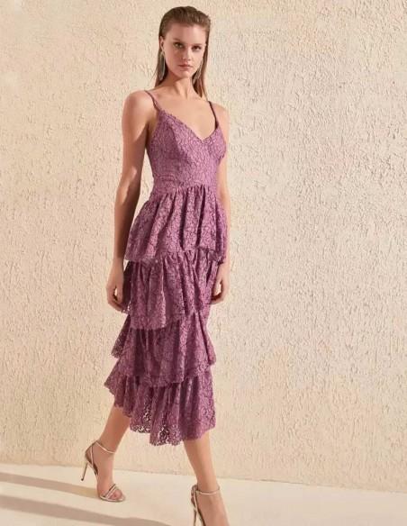 Vestido de cóctel de encaje con falda de volantes  invitada perfecta