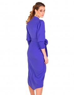 Vestido midi cruzado púrpura con cinturón de lazo