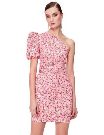 Vestido de cóctel con estampado floral, escote asimétrico y manga abullonada.