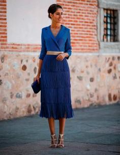 vestido de coctel azul con falda de flecos nuribel fall winter