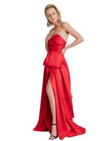 Vestido largo rojo escote corazón  de Elsa Barreto
