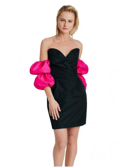 Vestido de fiesta negro con mangas abullonadas fucsias