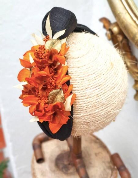 Black headband with orange preserved hydrangea - INVITADA PERFECTA Cala by Lilian - 3