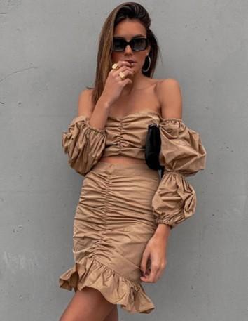 falda fruncida con volantes camel invitada